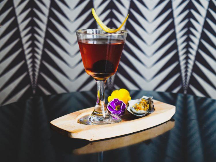 Cocktail: Manhattan Pearler Image